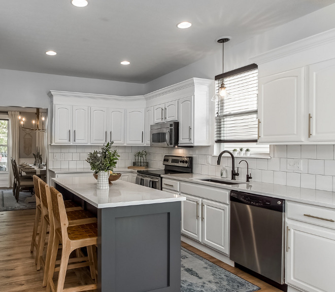 Kitchen Renovation without replacing cabinets see all details on Home Bunch Kitchen Renovation without replacing cabinetry #KitchenRenovation #KitchenRenovationwithoutreplacingcabinets