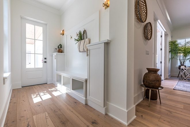Mudroom White Mudroom painted in Benjamin Moore Simply White Mudroom White Mudroom painted in Benjamin Moore Simply White #Mudroom #WhiteMudroom #BenjaminMooreSimplyWhite