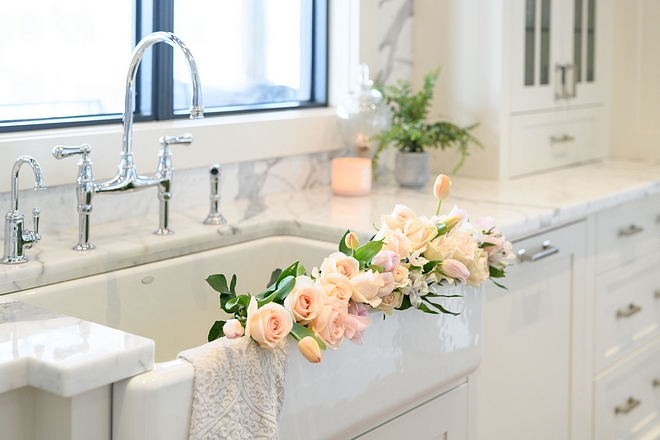 Kitchen sink Beautiful Kohler farmhouse sink with classic bridge faucet #kitchen #sink #farmhousesink #bridgefaucet