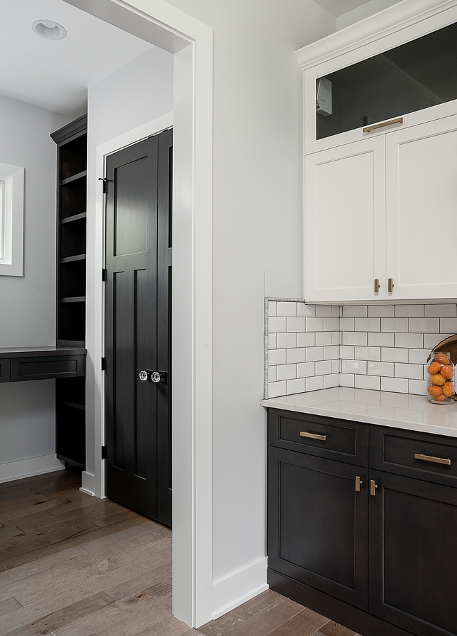 Site White by Sherwin Williams Paint color is Site White by Sherwin Williams Site White by Sherwin Williams Category Greys #SiteWhitebySherwinWilliams