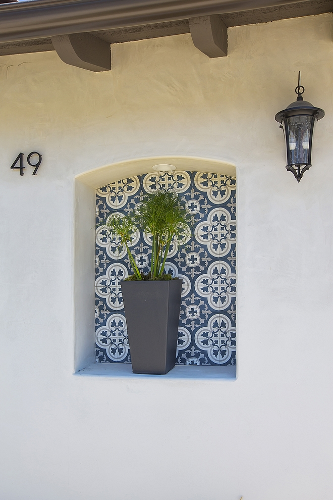 Spanish home style Exterior Niche with cement accent tile Spanish home style exterior #Spanishhome #exterior
