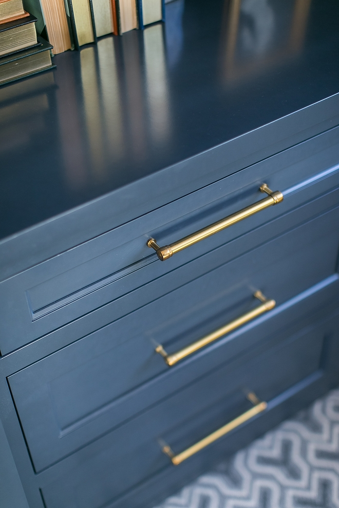 Navy cabinet with brass hardware Navy cabinet with brass hardware looks warm and trendy #Navycabinet #brasshardware