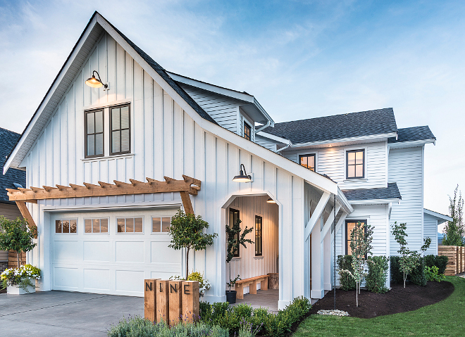 Benjamin Moore Chantilly Lace OC-65 modern farmhouse exterior paint color Benjamin Moore Chantilly Lace OC-65 modern farmhouse exterior paint color #BenjaminMooreChantillyLaceOC65 #modernfarmhouse #exteriorpaintcolor