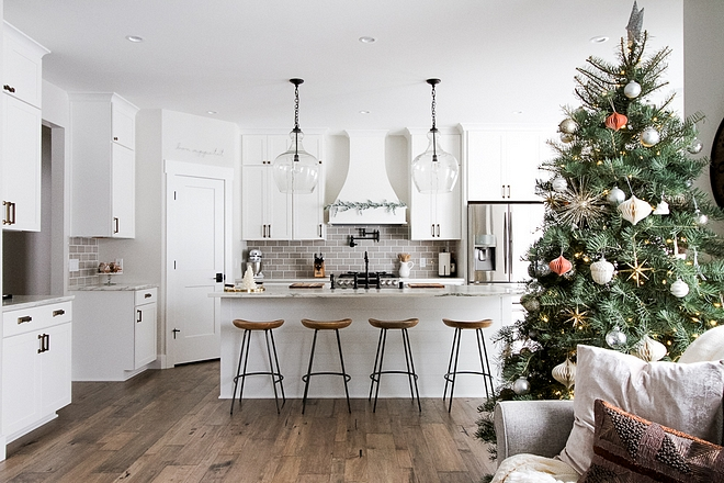 Christmas Farmhouse Kitchen Christmas Farmhouse Kitchen Decorating a farmhosue kitchen for Christmas #Christmas #FarmhouseKitchen