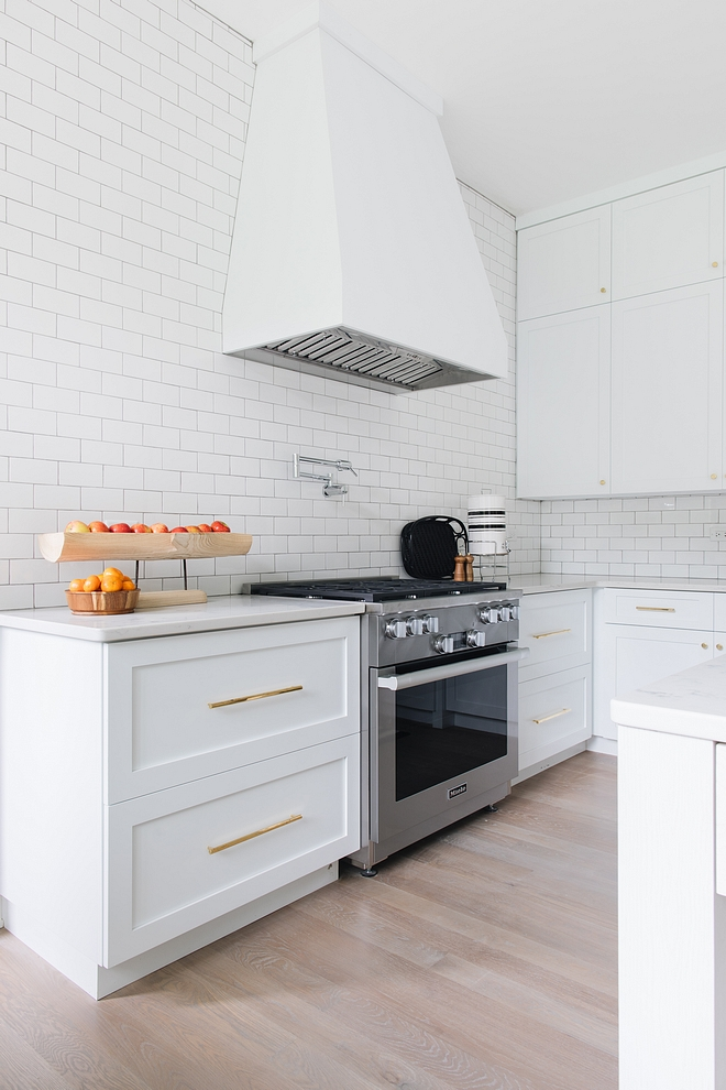 Kitchen Sherwin Williams Extra White Best crisp white kitchen cabinet One of the best crisp whites for kitchen cabinets Sherwin Williams Extra White Sherwin Williams Extra White #SherwinWilliamsExtraWhite #SherwinWilliams #crispwhite #crispwhitekitchen #crispwhitekitchencabinet