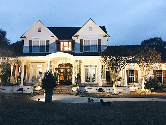 Traditional Christmas Home Decor Outdoor Chirstmas decor ideas for Tradional homes with front porch Traditional Christmas Home Decor Outdoor Chirstmas decor #TraditionalChristmasHomeDecor #OutdoorChirstmasdecor #OutdoorChirstmas