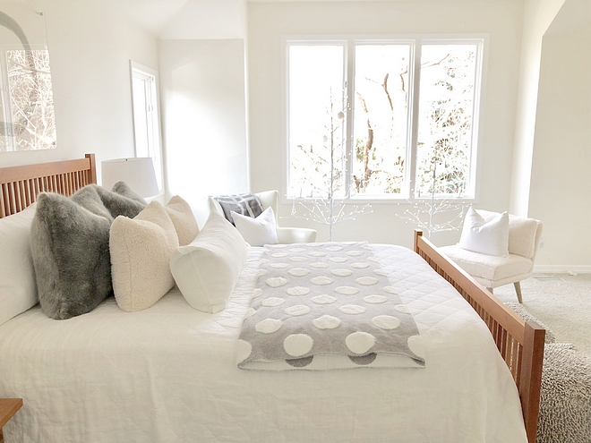 Benjamin Moore Simply White The master bedroom wall is a satin Benjamin Moore Simply White Benjamin Moore Simply White