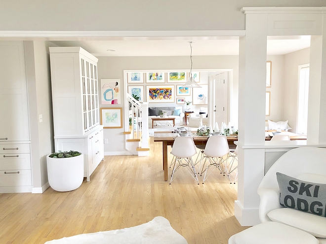 Benjamin Moore Decorator's White The trim is Benjamin Moore Decorator's White #BenjaminMooreDecoratorsWhite