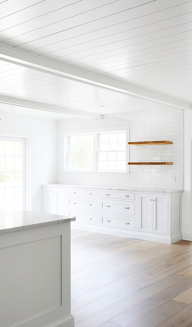 Benjamin Moore OC-65 Chantilly Lace Walls and trim are Benjamin Moore OC-65 Chantilly Lace this is a white paint color that I often recommend Benjamin Moore OC-65 Chantilly Lace #BenjaminMooreOC65ChantillyLace #BenjaminMooreOC65 #BenjaminMooreChantillyLace #BenjaminMoore