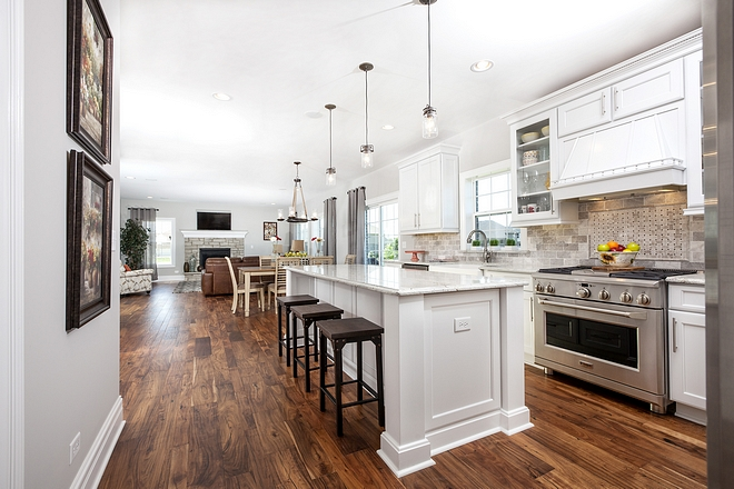 White Kitchen Traditional white kitchen Although I must say that there are a lot of exciting colors and finishes out there, a white kitchen will always be a classic choice #whitekitchen #kitchen