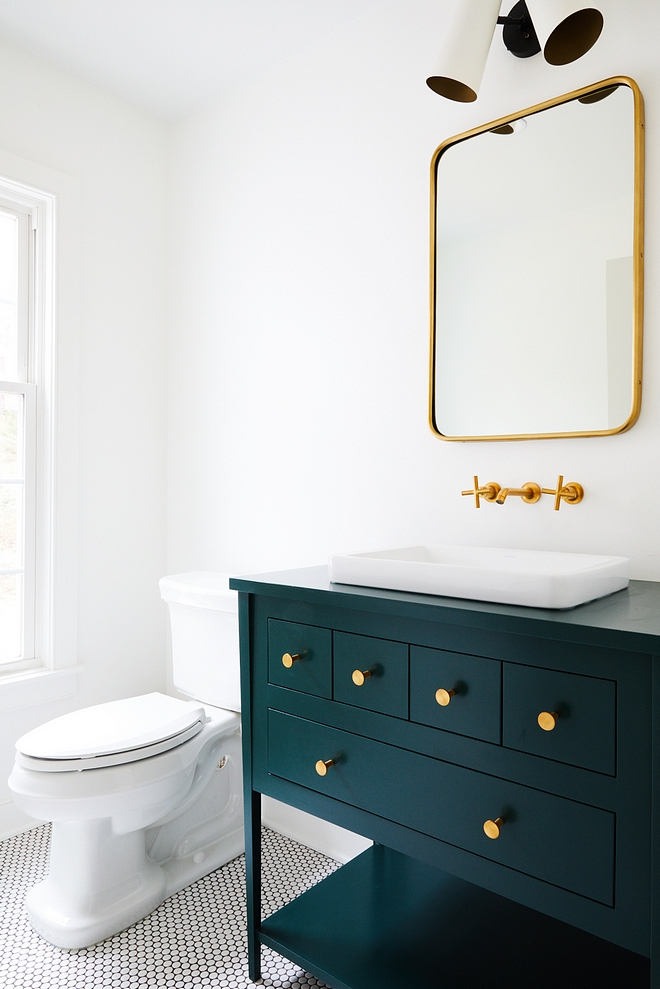 Benjamin Moore Hunter Green Benjamin Moore Hunter Green Bathroom vanity Benjamin Moore Hunter Green #BenjaminMooreHunterGreen