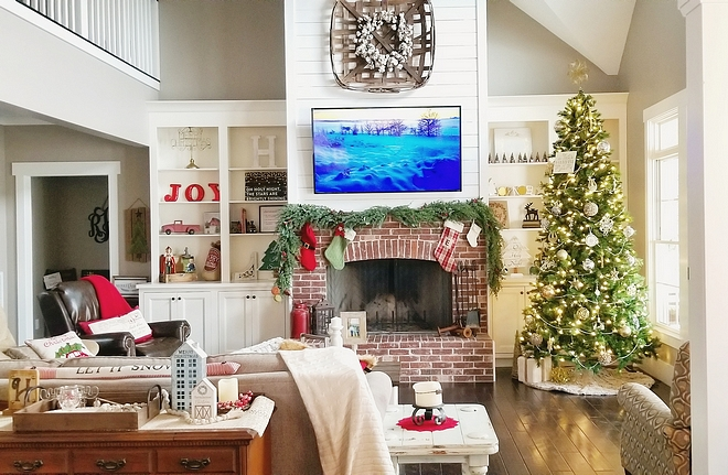 Farmhouse Christmas Decor Family Room Christmas Tree Christmas fireplace mantel with garland and classic stockings #farmhouse #Christmas #Christmastree #Christmasfireplace #fireplacemantel #garland #stockings