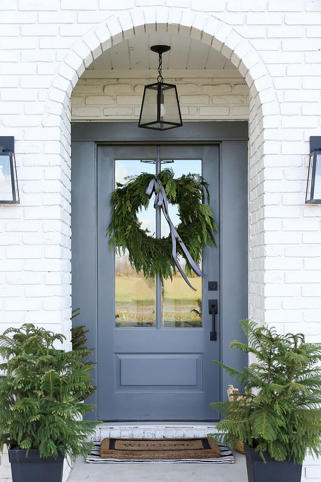 Benjamin Moore Kendall Charcoal and Benjamin Moore Chelsea Gray The paint color used on the front door a custom mix between Benjamin Moore Kendall Charcoal and Benjamin Moore Chelsea Gray #BenjaminMooreKendallCharcoal #BenjaminMooreChelseaGray
