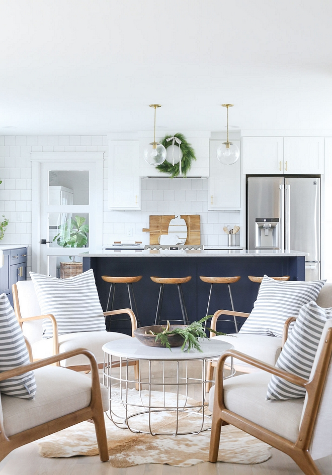 Two-toned kitchen Navy and white kitchen Two-toned kitchen cabinet Two-toned kitchen Navy and white kitchen Two-toned kitchen cabinet inspiration #Twotonedkitchen #Navyandwhitekitchen #Twotonedkitchencabinet