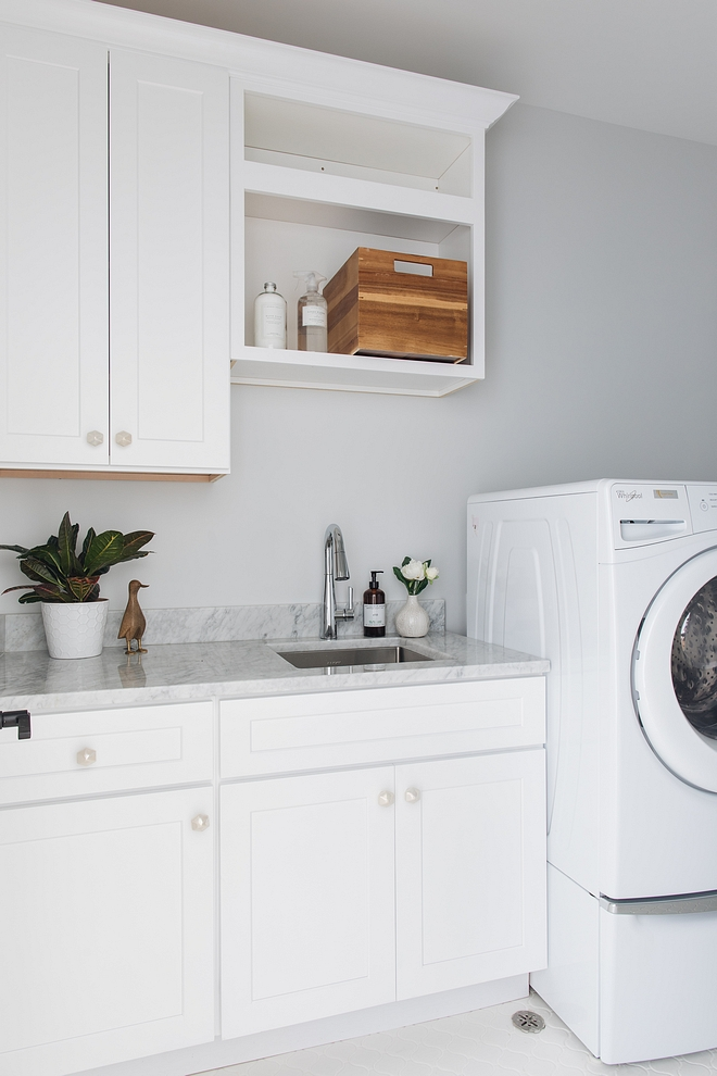 Laundry room layout layout - keeping your washer & dryer side-by-side instead of placing a sink between the two, is always more convenient #laundryroom #laundryroomlayout #laundryrooms