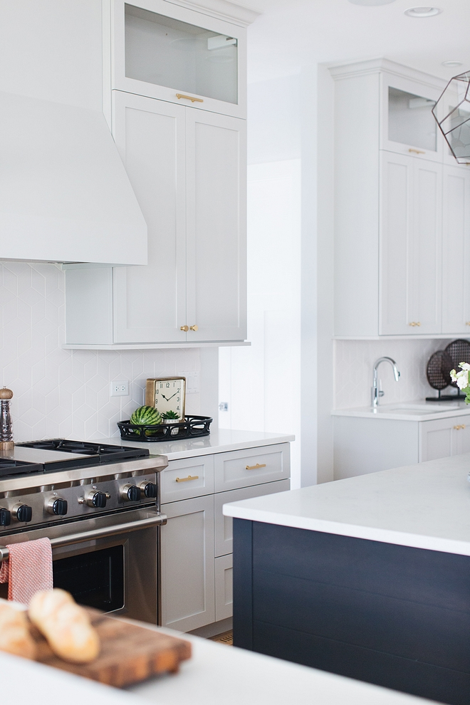 Light grey kitchen cabinet paint color Benjamin Moore Silver Chain Benjamin Moore Silver Chain Benjamin Moore Silver Chain #lightgreykitchencabinet #BenjaminMooreSilverChain