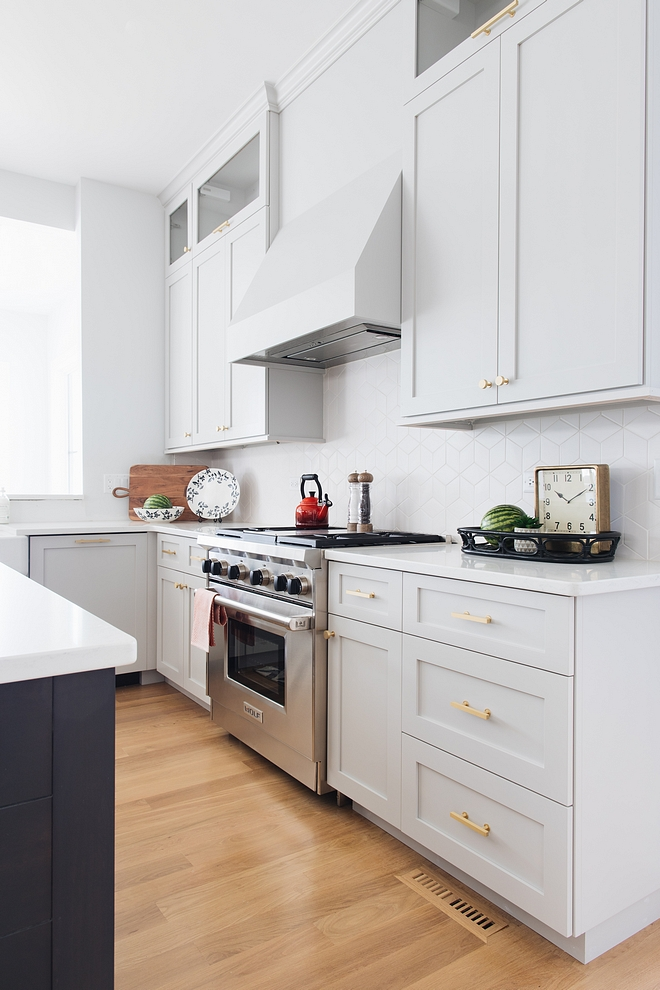 Benjamin Moore 1472 Silver Chain Light grey cabinet paint color Benjamin Moore 1472 Silver Chain Light grey cabinet paint color Benjamin Moore 1472 Silver Chain Light grey cabinet paint color #BenjaminMoore1472SilverChain #BenjaminMooreSilverChain #Lightgreycabinetpaintcolor #Lightgreycabinet #greycabinetpaintcolor