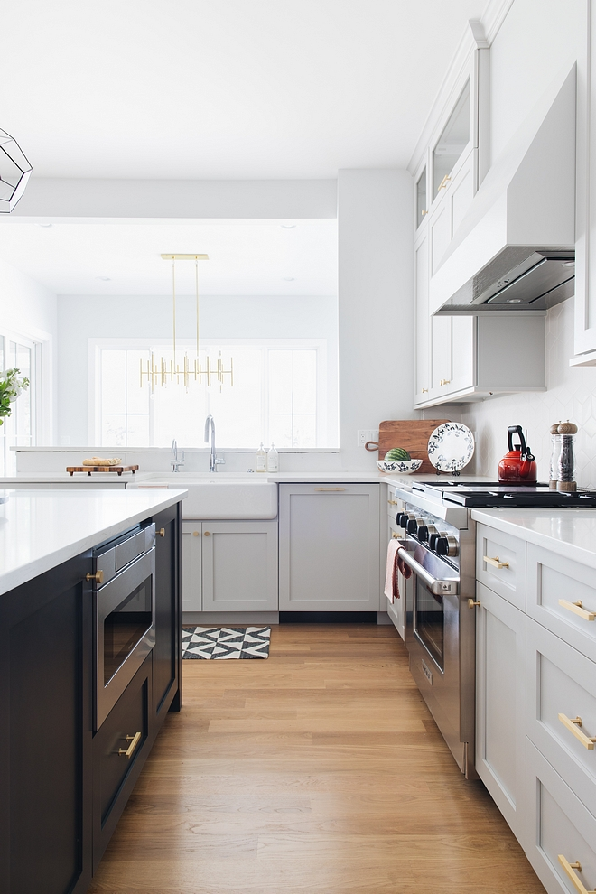 Sherwin Williams Site White SW 7070 Kitchen Wall Color Sherwin Williams Site White SW 7070 Light grey kitchen paint color #SherwinWilliamsSiteWhite #SW7070 #Kitchen #WallColor #SherwinWilliams