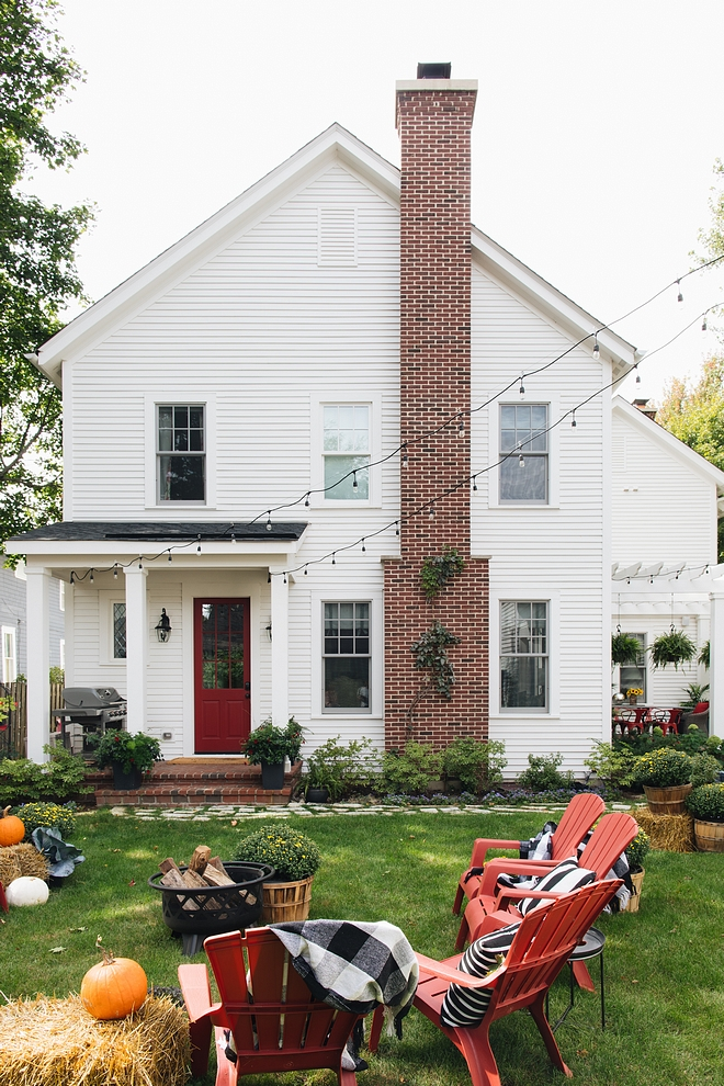 White home with red brick accent The home features red brick back porch, brick patio and red brick chimney #whitehome #redbrick