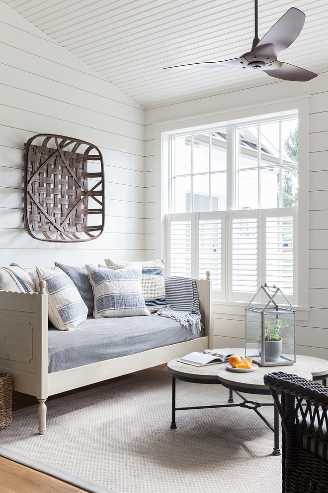 Paint color Benjamin Moore White Dove OC-17 shiplap clad walls Paint color Benjamin Moore White Dove OC-17 shiplap clad walls Paint color Benjamin Moore White Dove OC-17 shiplap clad walls #Paintcolor #BenjaminMooreWhiteDoveOC17 #shiplap #shiplapcladwalls
