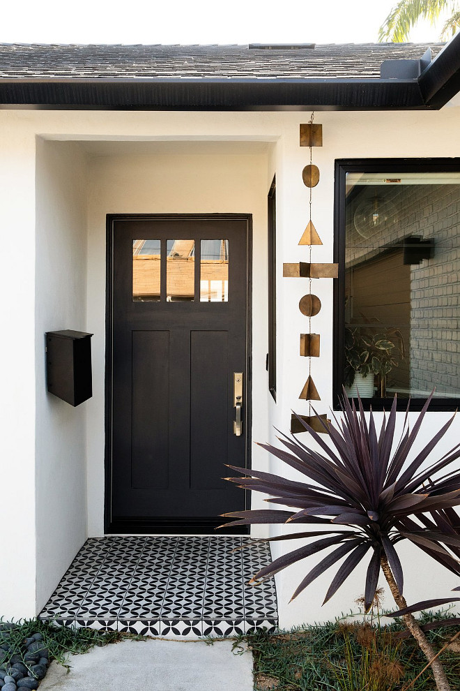 Black Door Paint Color Black Tie Dunn Edwards A new front door and a black and white cement tile, immediately updated the exterior of this home #frontdoor #BlackDoor #blackdoorPaintColor #BlackTieDunnEdwards