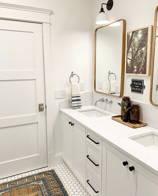 Benjamin Moore Chantilly Lace Bathroom White bathroom paint color Benjamin Moore Chantilly Lace Bathroom Vanity, trim and walls Benjamin Moore Chantilly Lace Bathroom #BenjaminMooreChantillyLace #Bathroom