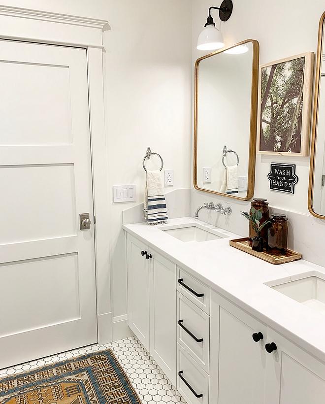 Benjamin Moore Chantilly Lace Bathroom White bathroom paint color Benjamin Moore Chantilly Lace Bathroom Vanity, trim and walls Benjamin Moore Chantilly Lace Bathroom #BenjaminMooreChantillyLace #Bathroom
