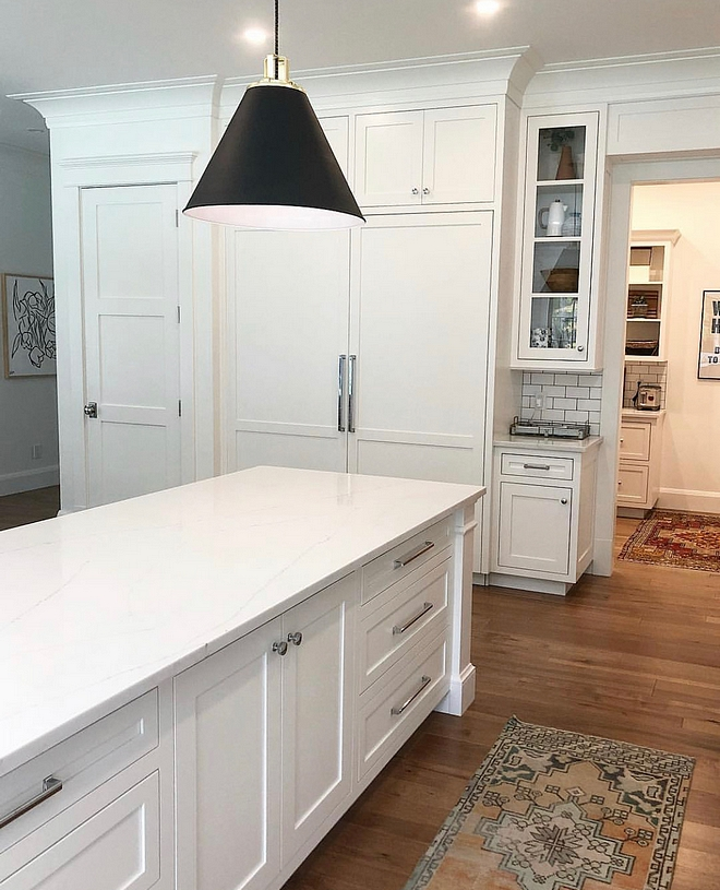 White kitchen with white marble-looking quartz Countertops Aureastone Quartz, Lincoln #Whitekitchen #marblelookingquartz