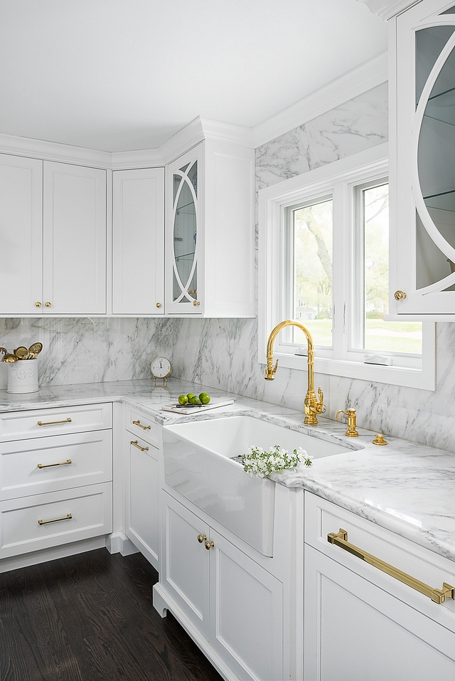 Calacatta Gold marble Calacatta Gold marble Classic white kitchen with Calacatta Gold marble This look will never go out of style Calacatta Gold marble #CalacattaGoldmarble