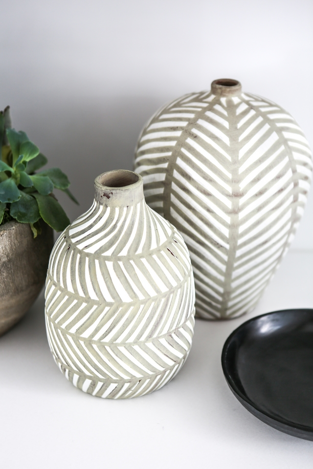 Grey and white ceramic vase pair Bungalow Rose Barfield Vase Modern striped vases Grey and white ceramic vase pair #Greyandwhitevase #ceramicvase #vases #pairofvases