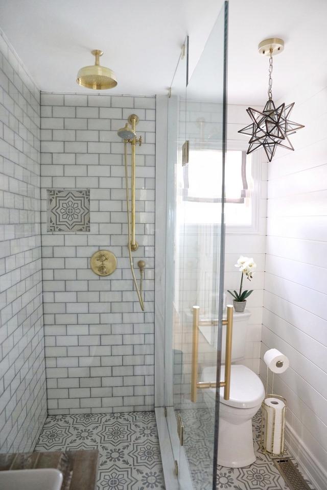 Showere glass enclosure for small bathroom