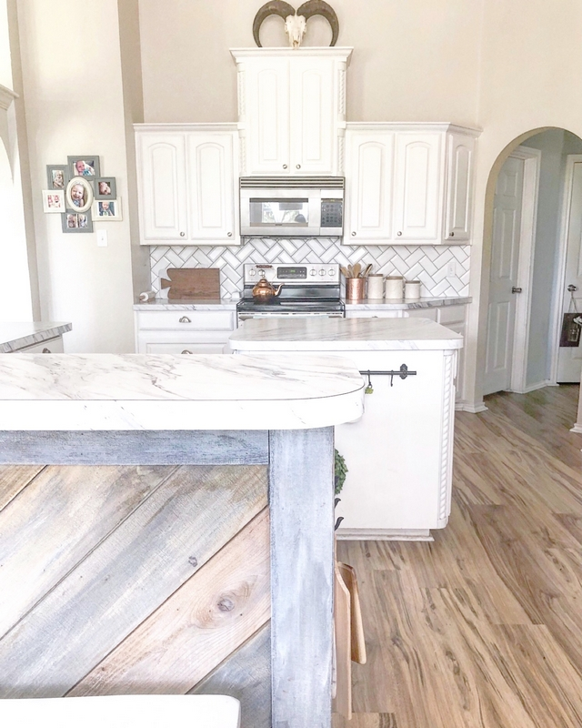 Painting kitchen cabinets DIY painting kitchen cabinets The kitchen cabinets used to be so dark and now its so bright #kitchencabinets #DIYpaintingkitchencabinets