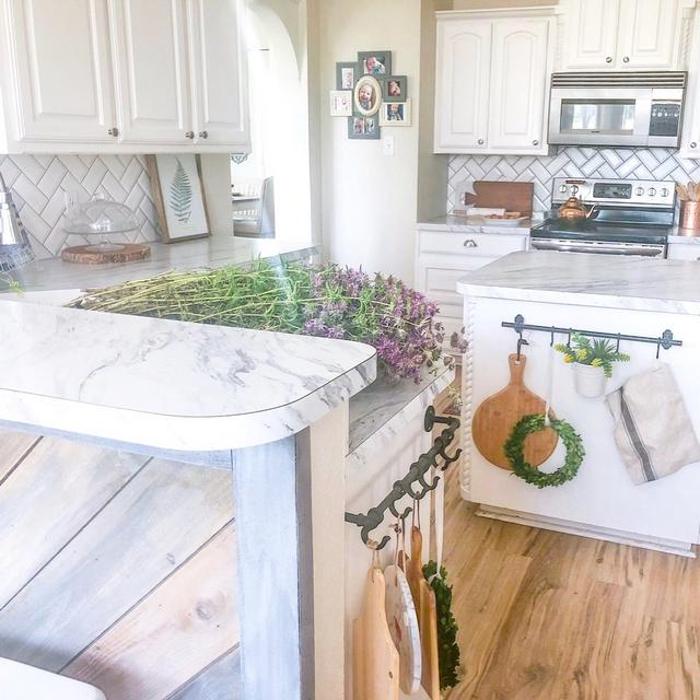 "The kitchen countertops are laminate in ""Carrera marble"""
