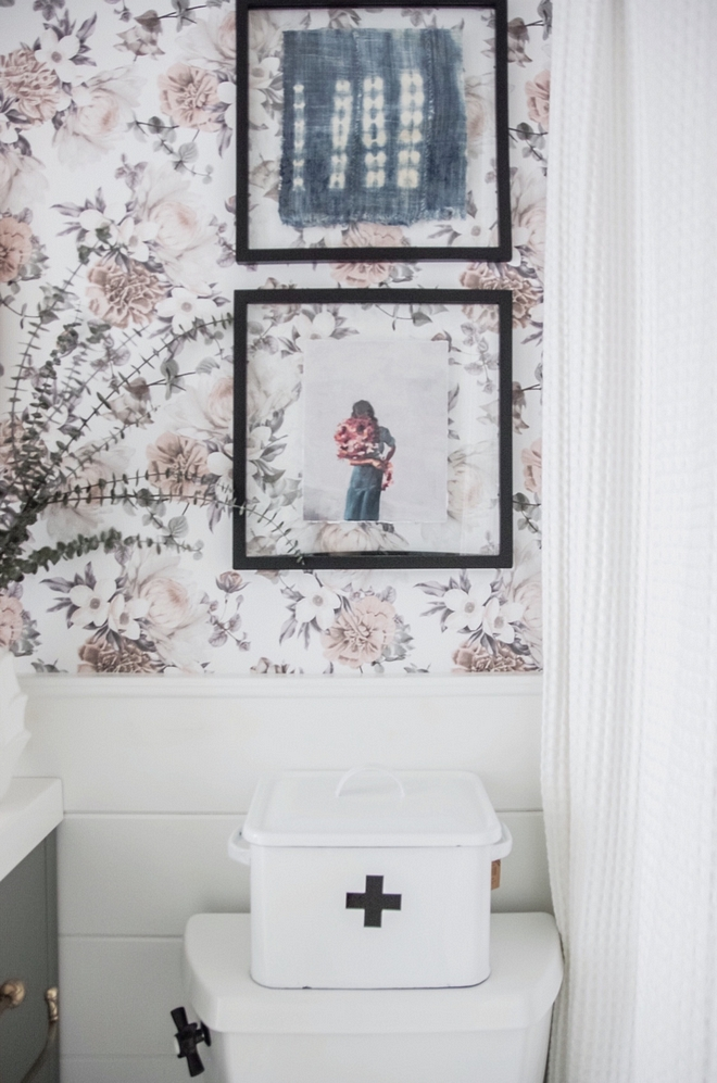 Bathroom artwork How to style a bathroom like an interior designer Bathroom artwork ideas #Bathroom #artwork #bathroomstyling #interiordesigner