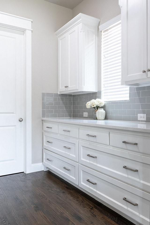 Chantilly Lace by Benjamin Moore is a great crisp white for kitchen cabinets Chantilly Lace by Benjamin Moore Chantilly Lace by Benjamin Moore Chantilly Lace by Benjamin Moore #ChantillyLaceBenjaminMoore #crispwhitekitchencabinet