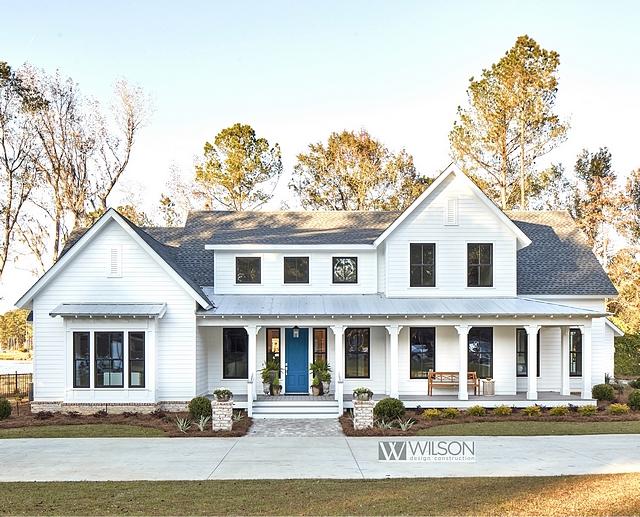 White Modern Farmhouse with Front Porch White Modern Farmhouse with Front Porch and metal roof White Modern Farmhouse with Front Porch #WhiteModernFarmhouse #FrontPorch #farmhouseporch