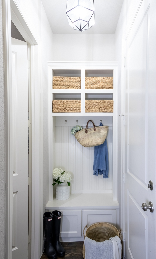 Small mudroom How to transform a small space into a mudroom Small mudroom Small mudroom built in Small mudroom Small mudroom built in ideas Small mudroom Small mudroom built ins Small mudroom Small mudroom built in #Smallmudroom #mudroom #mudroombuiltin