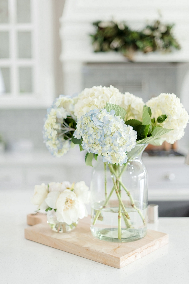 Kitchen island decor Natural hydrangeas bring a summery feel to this kitchen Kitchen island decor ideas to sell homes Kitchen island decor home staging #kitchen #kitchendecor #Kitchenislanddecor #homedecorideastosellhomes #Kitchenisland #decor #homestaging