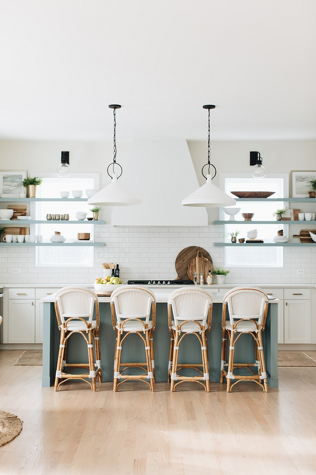 Kitchen island and shelves painted in the same color Kitchen with island and shelves in the same paint color Kitchen island and shelves painted in the same color ideas #Kitchenisland #shelves #paintcolor