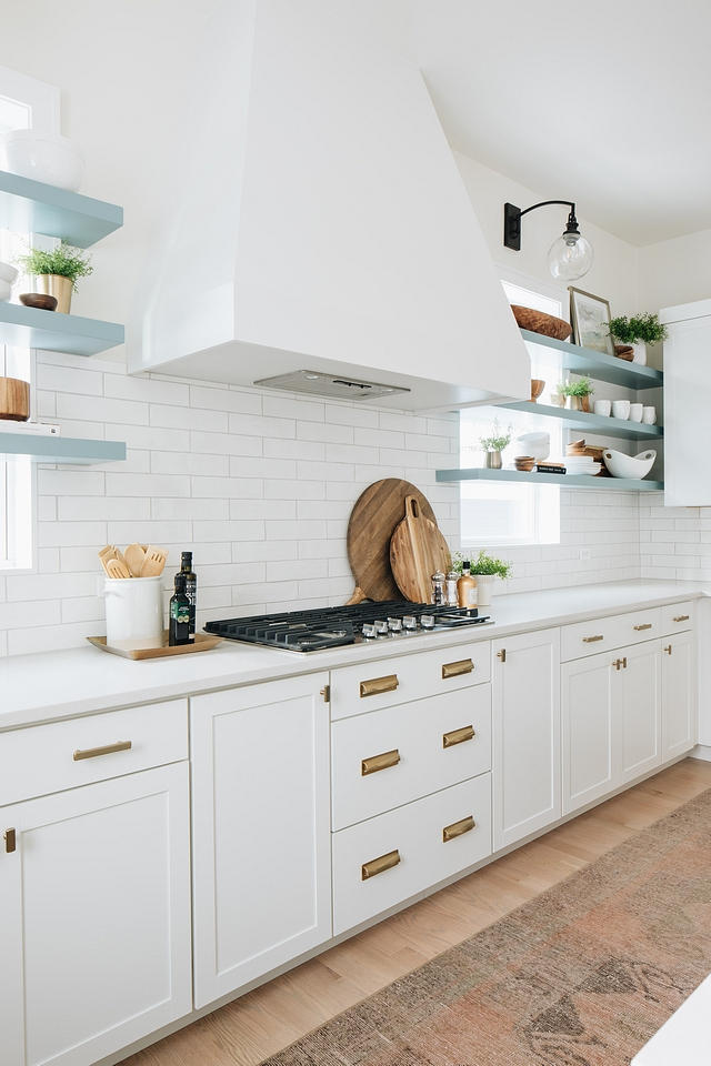 Kitchen hood Flanked by open shelves, the sleek hood becomes the focal point for this kitchen #kitchen #hood #kitchenhood #kitchendesign #openshelves