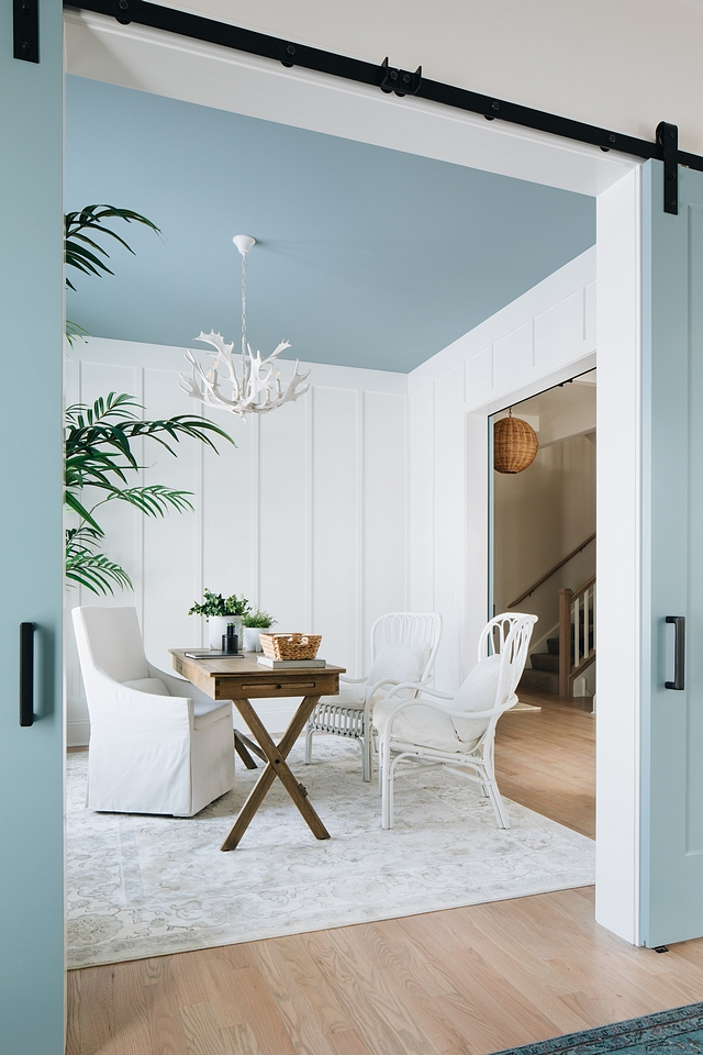 Blue ceiling paint color James River Gray by Benjamin Moore Blue Gray paint color for ceilings Blue ceiling paint color James River Gray by Benjamin Moore #Blueceiling #bluepaintcolor #JamesRiverGraybyBenjaminMoore