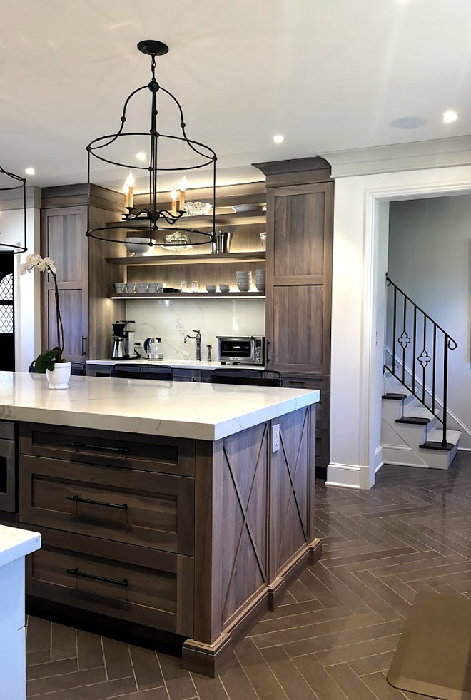 Kitchen with herringbone flooring Natural stone herringbone tile Kitchen with herringbone flooring Kitchen with herringbone flooring Kitchen with herringbone flooring #Kitchen #herringboneflooring #floortile #tile #kitchentile #homes #kitchens #tiling