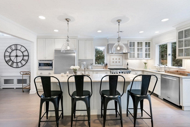 Hamptons style white kitchen with Shaker Cabinets Hamptons style white kitchen with Shaker Cabinets and large island Hamptons style white kitchen with Shaker Cabinets #Hamptonskitchen #whitekitchen #ShakerCabinets