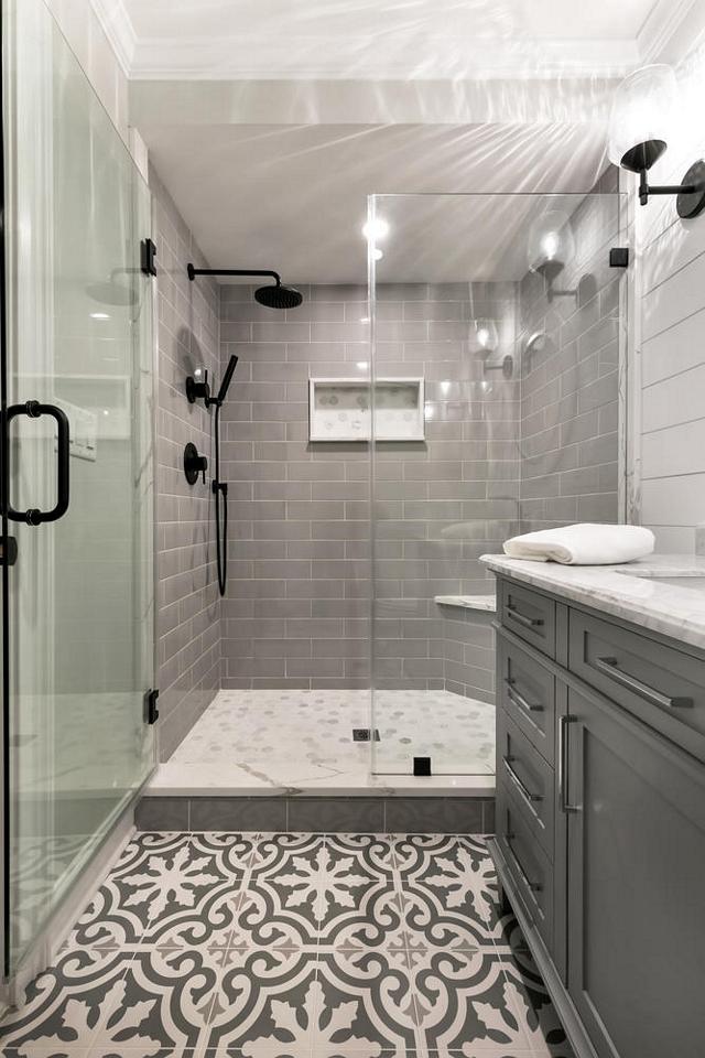 Grey bathroom tile combination Grey bathroom tile combination ideas with grey subway tile, white and grey marble tile and grey cement tile Grey bathroom tile combination Grey bathroom tile combination #Greytile #bathroomtile #tilecombination #greysubwaytile #greycementtile #marbletile