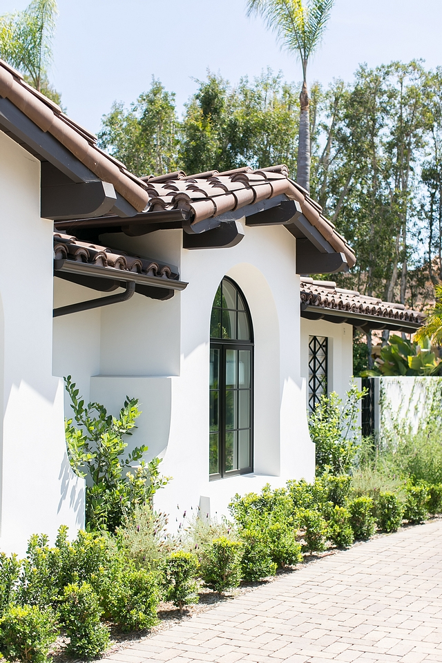 Sherwin Williams Oyster White Hacienda style home exterior paint color Sherwin Williams Oyster White Sherwin Williams Oyster White exterior Sherwin Williams Oyster White exterior paint color Sherwin Williams Oyster White #SherwinWilliamsOysterWhite #exteriorpaintcolor