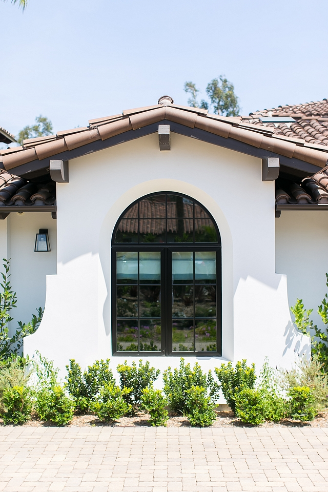 Sherwin Williams Oyster White SW 7637 is a creamy seashell white paint color that is perfect for exteriors with black windows Sherwin Williams Oyster White SW 7637 creamy white seashell white paint color Sherwin Williams Oyster White SW 7637 creamy white seashell white paint color #SherwinWilliamsOysterWhiteSW7637 #creamywhite #seashellwhite #paintcolor