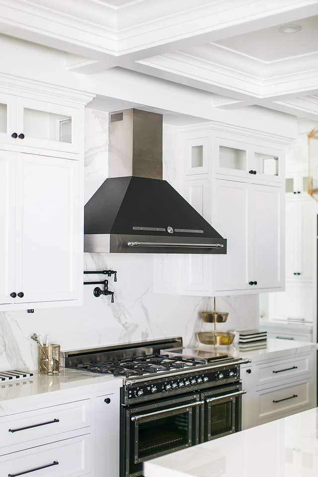 White kitchen with black matte Italian range and black kitchen hood Black and white kitchen White kitchen with black matte Italian range and black kitchen hood White kitchen with black matte Italian range and black kitchen hood #blackandwhite #kitchen #Whitekitchen #Italianrange #kitchenhood