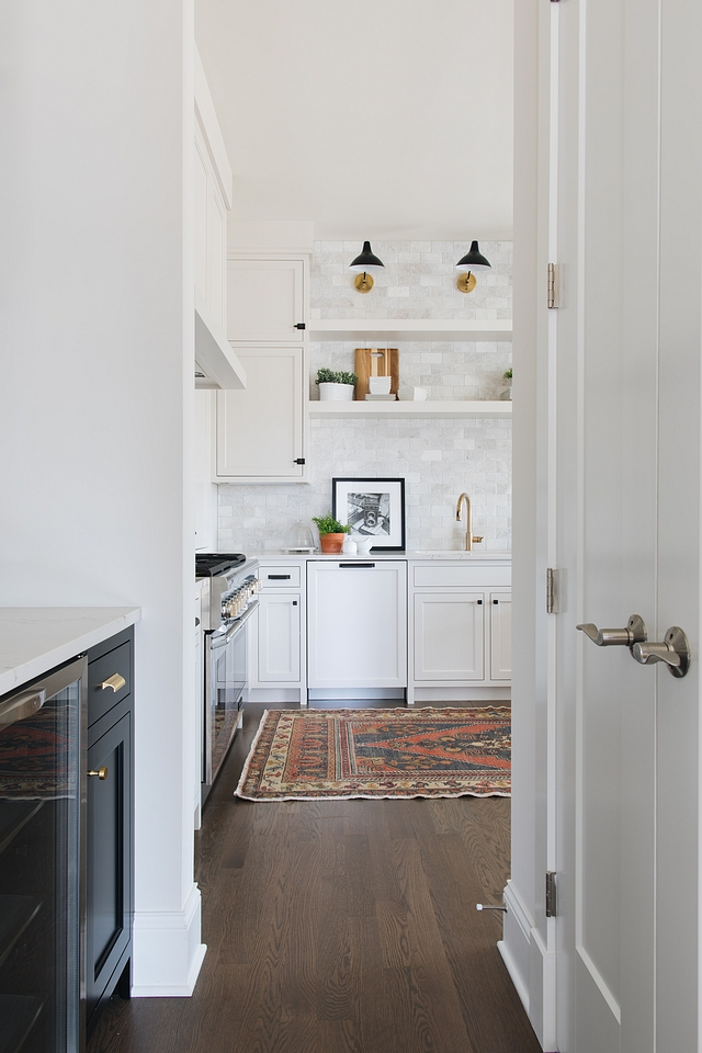 Benjamin Moore Simply White Paint color is Benjamin Moore Simply White a very popular white paint color Benjamin Moore Simply White #BenjaminMooreSimplyWhite