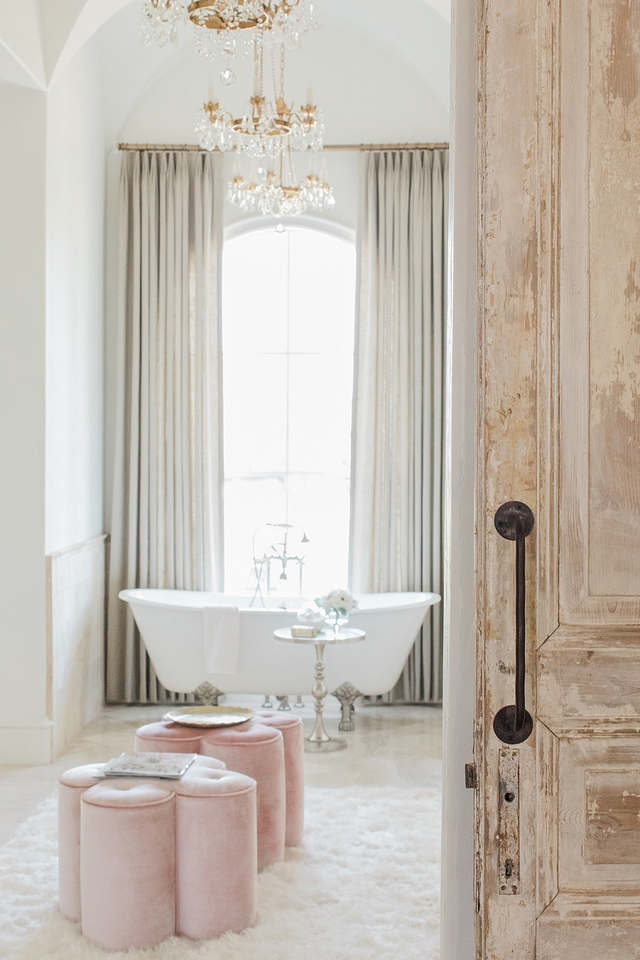 Bathroom Color Scheme This master bathroom feels luxurious and warm thanks to a beautiful combination of textures and soft colors Bathroom Color Scheme Bathroom Color Scheme inspiration Bathroom Color Scheme Ideas Bathroom Color Scheme #Bathroom #ColorScheme #textures #bathroomcolorscheme