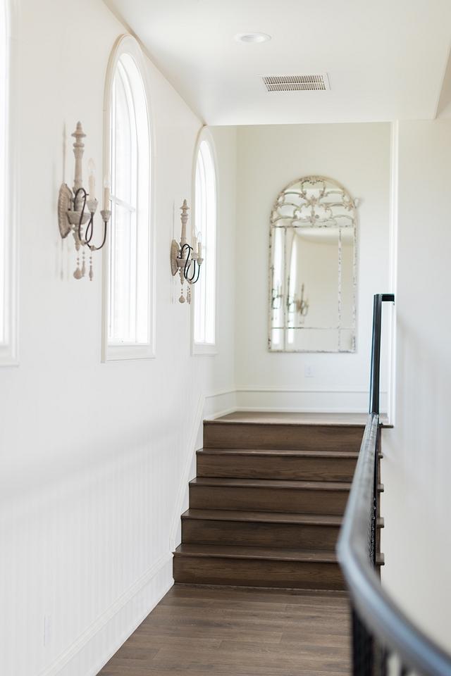 Alabaster by Sherwin Williams interior wall color with medium dark hardwood flooring Alabaster by Sherwin Williams v Alabaster by Sherwin Williams #AlabasterbySherwinWilliams